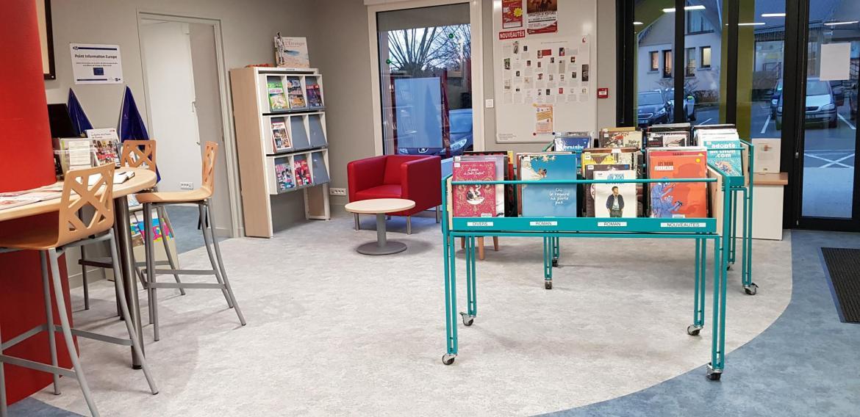 Un espace aéré, avec des bandes dessinées pour les adultes